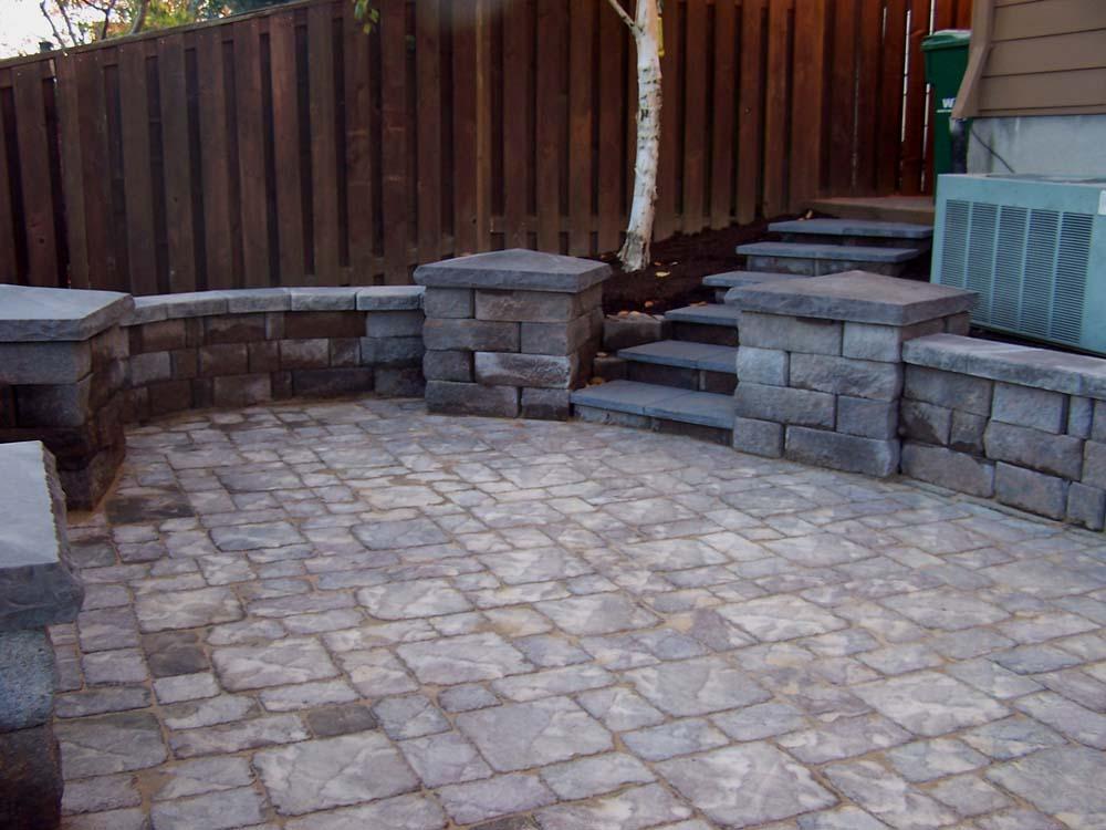 Seat-walls-courtyard-walls-columns-harmon-project-2008-courtyard-seat-walls 005