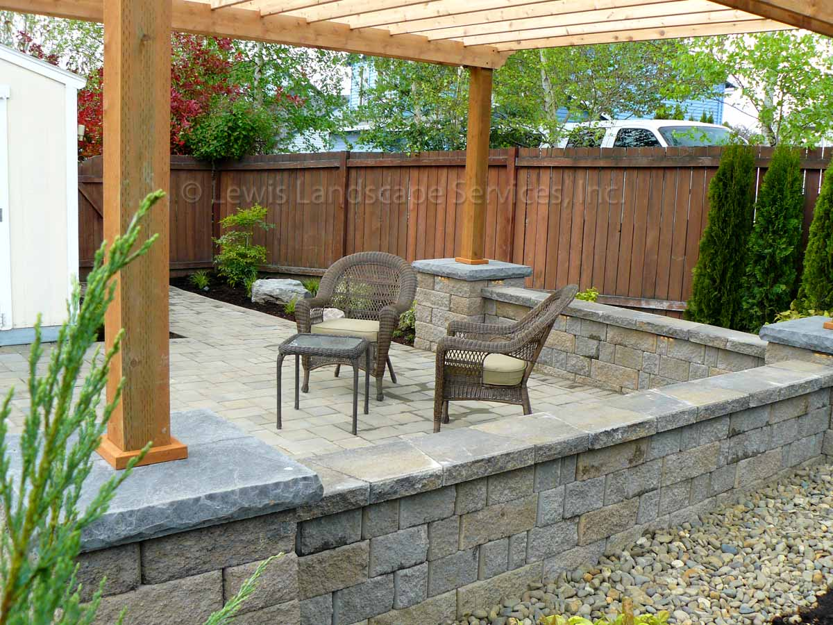Seat-walls-courtyard-walls-columns-kelly-project-spring-2012 003