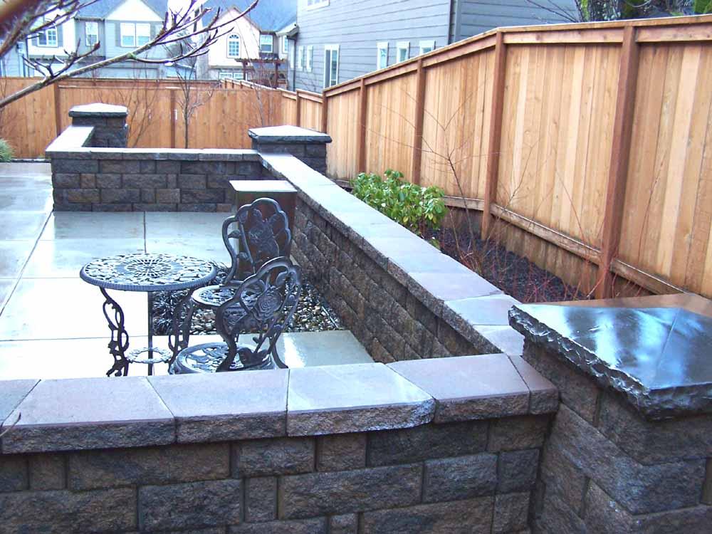 Seat-walls-courtyard-walls-columns-lee-project-2008 009