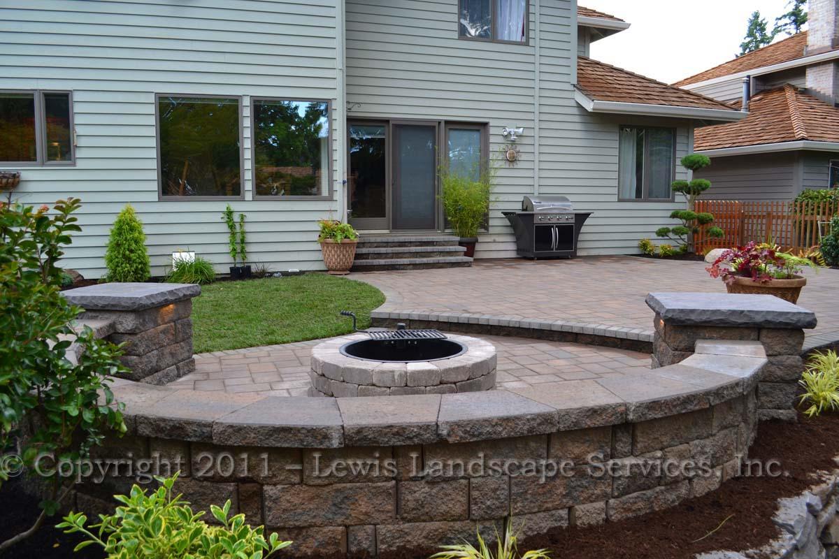 Seat-walls-courtyard-walls-columns-parker-project-summer-2011 000