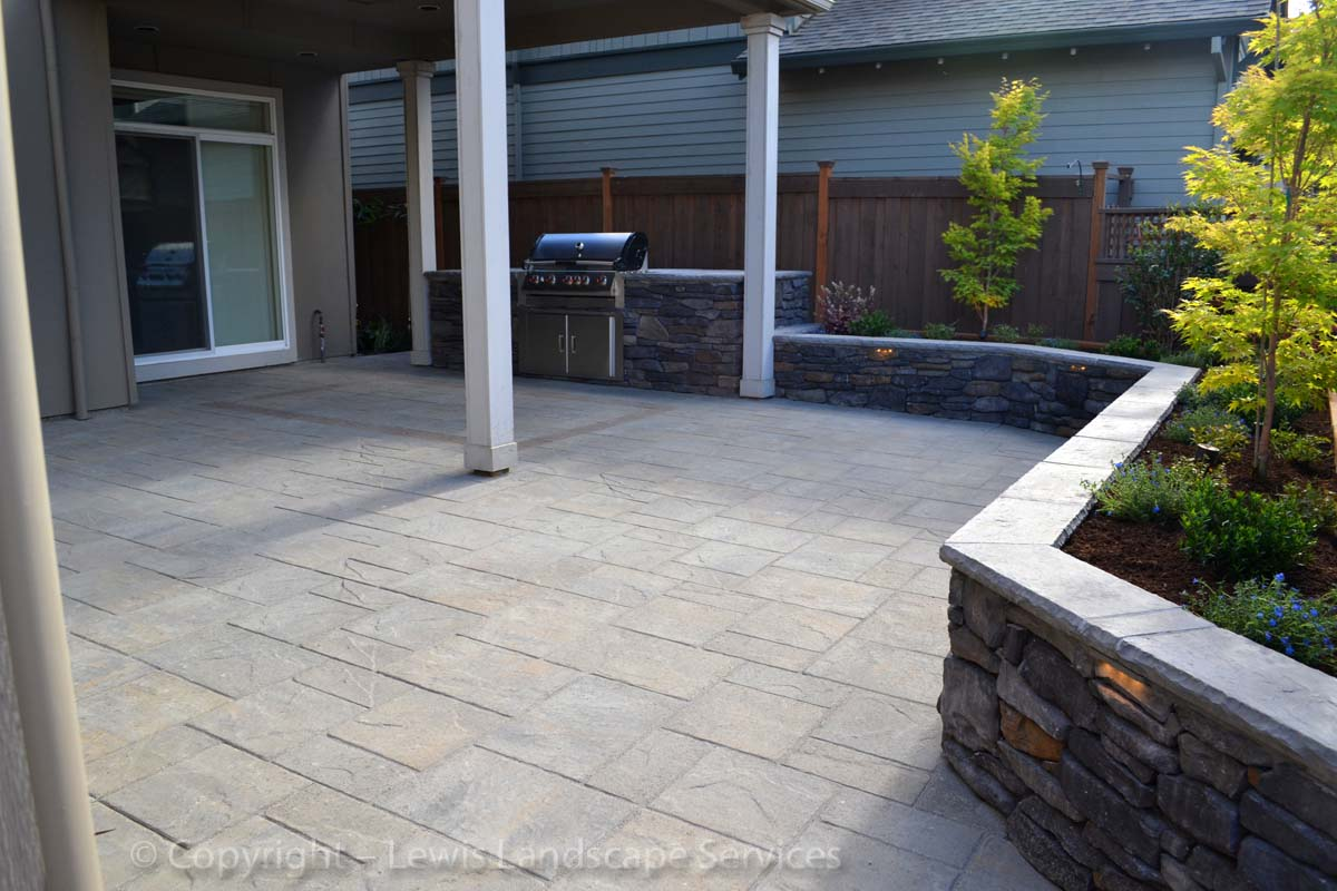 Seat-walls-courtyard-walls-columns-patel-project-summer-2013 003