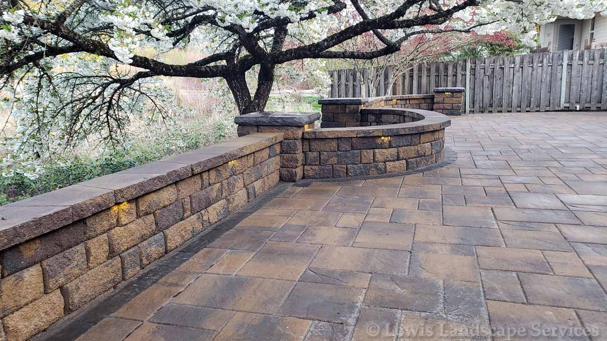 Seat-walls-courtyard-walls-columns-peterson-project-spring-18 000