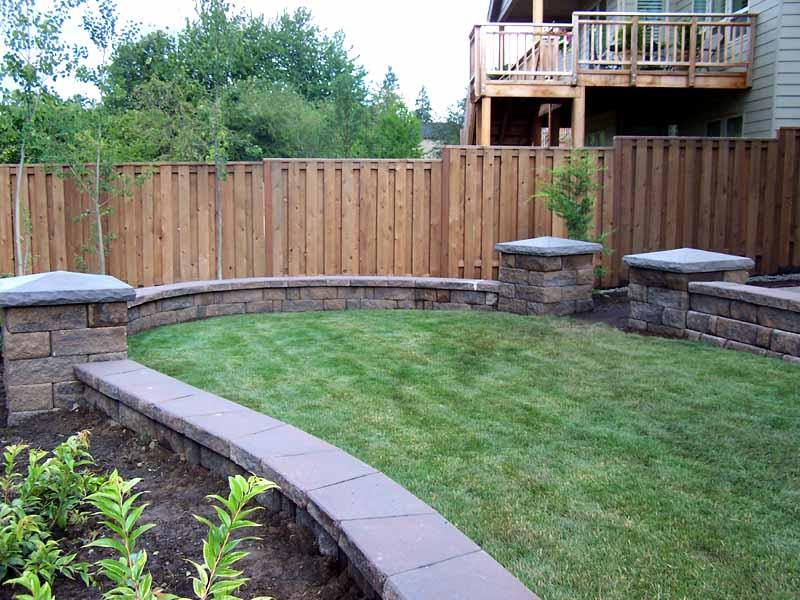 Seat-walls-courtyard-walls-columns-spoljaric-project-ii-2007 000