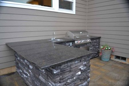 Outdoor Kitchen w/ BBQ, Drawers, Doors, Fridge, Sink, Granite
