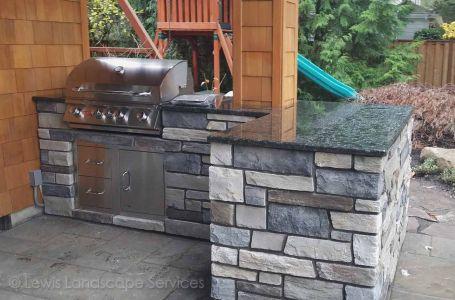 Outdoor Kitchen with BBQ, Doors, Drawers, Sink & Granite Countertops